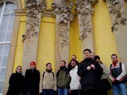 Gruppenbild vor Schloß Sanssouci.