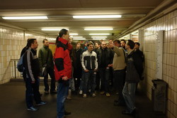 Stadtrundgang durch die historische Mitte – Steffen erklärt den U-Bhf. Stadtmitte.
