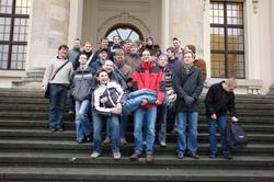 Gruppenfoto vor dem Deutschen Dom auf dem Gendarmenmarkt.