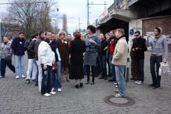 Stadtrundfahrt 2007: Touristen erschrecken am Hackeschen Markt.