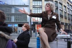 Stadtrundfahrt 2007: Vera erklärt, warum Investoren böse sind.
