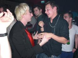dann Händchenhalten :-)