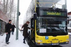 Nach der kurzen Pinkelpause am Prenzlauer Berg geht's zurück in den gut geheizten Bus.