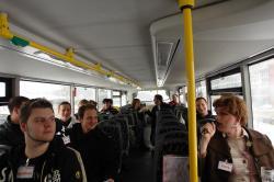 Vera begrüßt uns im Bus.
