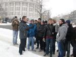 Sammeln vor der der Führung im Flughafen Tempelhof.