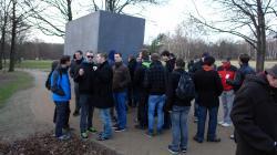 An der Gedenkstätte für die Homosexuellen Opfer des Holocaust.