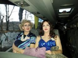 Stadtrundfahrt: Die Moderösen Vera Titanic und Emily Collier